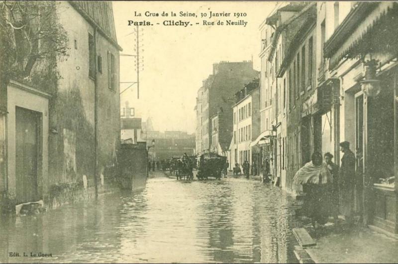 Carte postale ancienne Rue de Neuilly - Crue 1910 à Clichy
