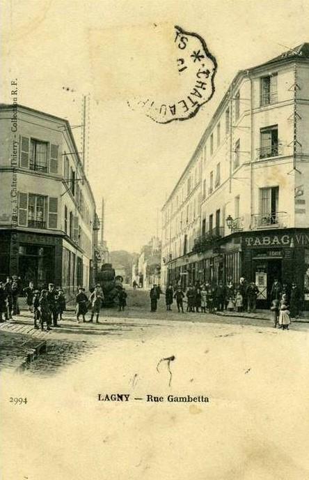 Carte postale ancienne L1942 - Lagny-sur-Marne - Rue Gambetta à