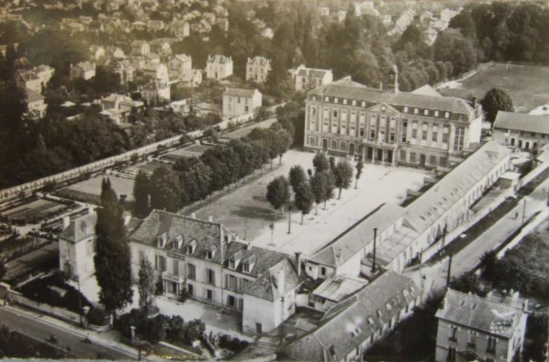Carte postale ancienne L2132 - Lagny-sur-Marne - Pensionnat Saint-Laurent à