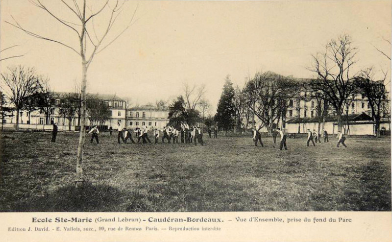Carte postale ancienne Sainte-Marie Grand Lebrun - 36 - Football à Bordeaux