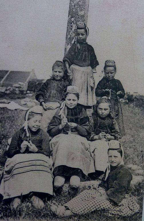 Carte postale ancienne 046 Jeunes bigoudènes