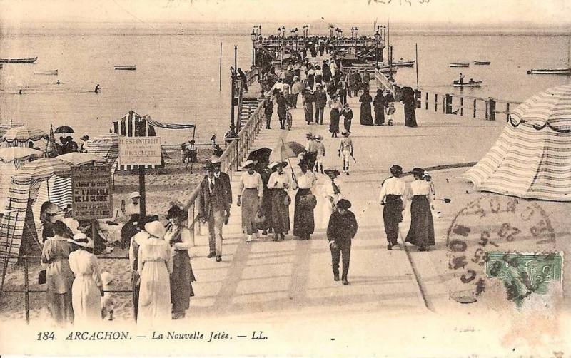 Carte postale ancienne Arcachon - la Jetée 7 à
