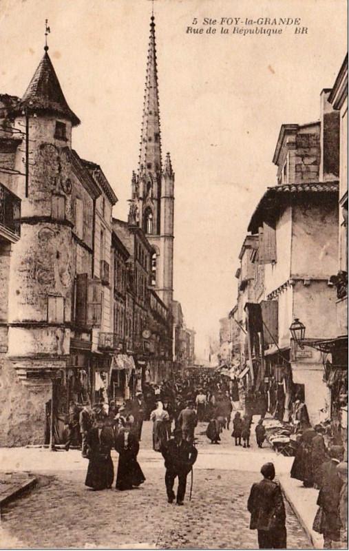 Carte postale ancienne Sainte-Foy-la-Grande - rue de la République 8