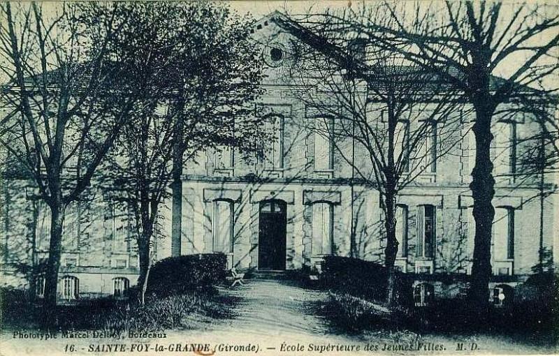 Carte postale ancienne Sainte-Foy-la-Grande - Ecole des filles 2 à