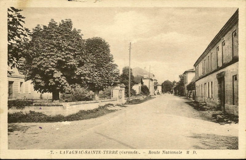 Carte postale ancienne Lavagnac-Sainte-Terre - Route Nationale à Sainte-Terre