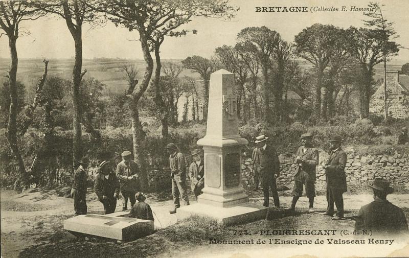 Carte postale ancienne Plougrescant - Monument de l'enseigne de vaisseau Henry - AD22 - 16FI4285 à Plougrescant