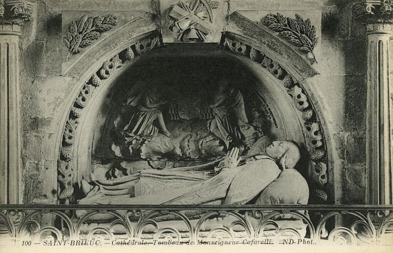Carte postale ancienne Saint-Brieuc - Cathédrale tombeau de Monseigneur Cafarelli à Saint-Brieuc
