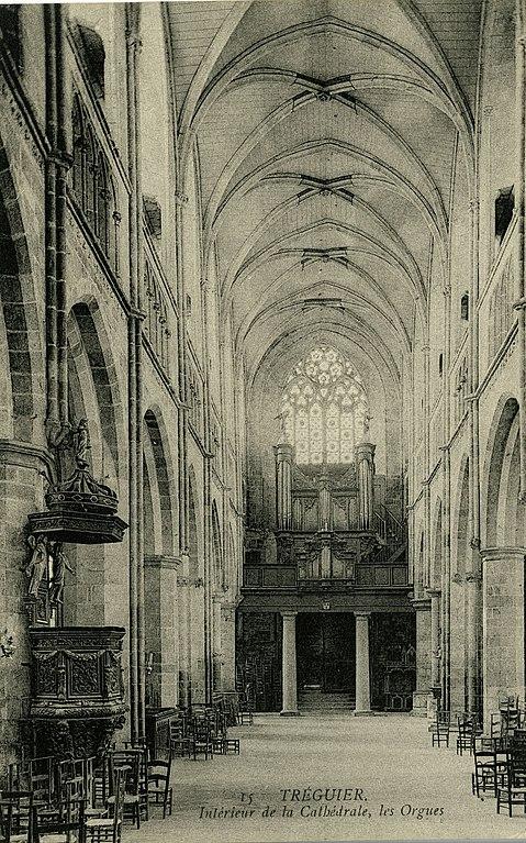 Carte postale ancienne Tréguier - Intérieur de la cathédrale et orgues à Tréguier