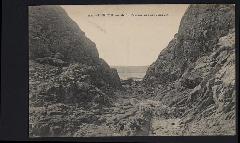 Carte postale ancienne Erquy - Passage des deux grèves à Erquy