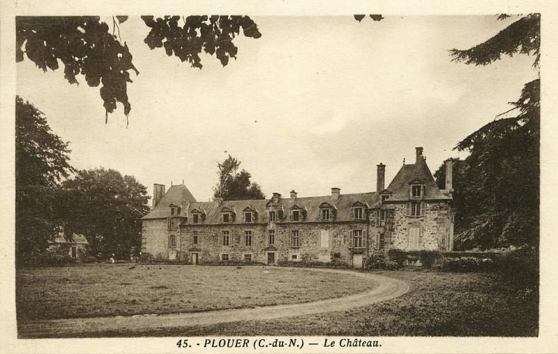 Carte postale ancienne Plouëc-du-Trieux - Clocher et calvaire à Plouëc-du-Trieux