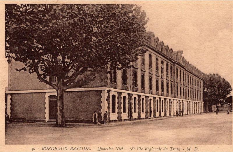 Carte postale ancienne Bordeaux-Bastide - Caserne Niel - 18e escadron du train 9 à Bordeaux