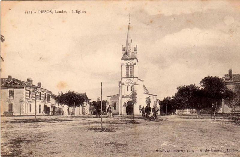 Carte postale ancienne Pissos (Landes) - église 1