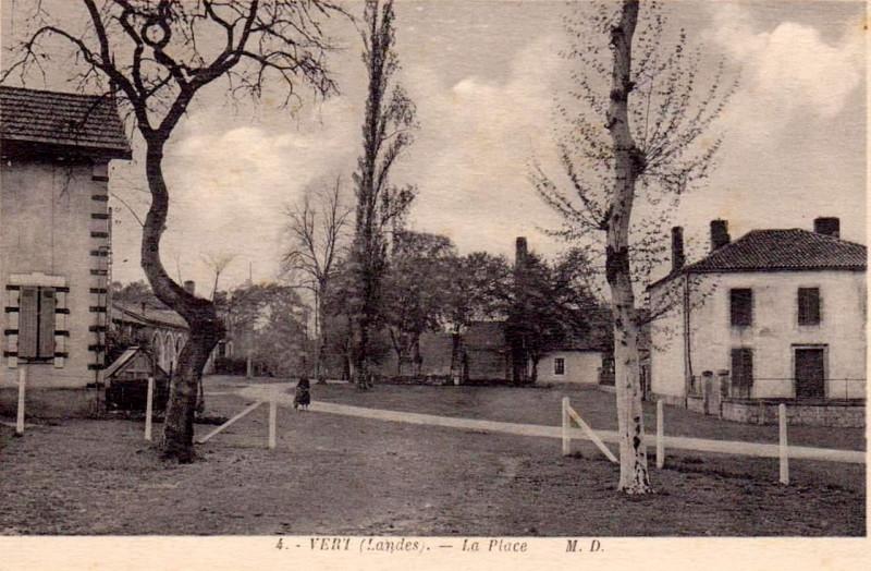 Carte postale ancienne Vert (Landes) - La place à