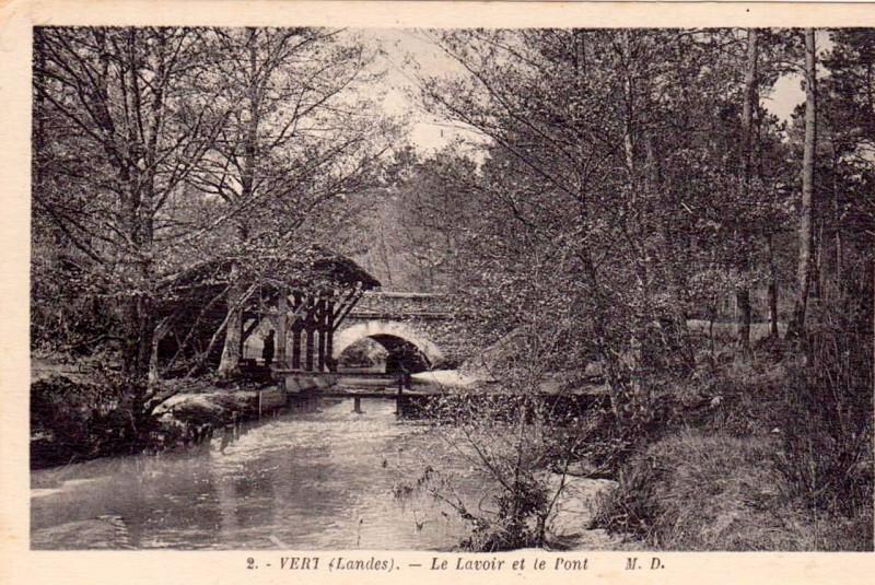 Carte postale ancienne Vert (Landes) - Lavoir et pont à