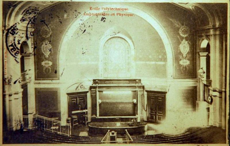Carte postale ancienne Paris, Ecole polytechnique, Amphithéâtre et Physique (J David, 1904)