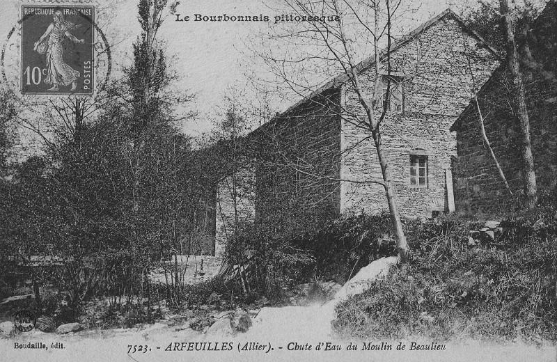 Carte postale ancienne Arfeuilles (Allier) - Chute d'eau du Moulin de Beaulieu