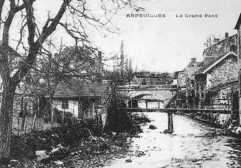 Carte postale ancienne Arfeuilles (Allier) - Le Grand Pont à
