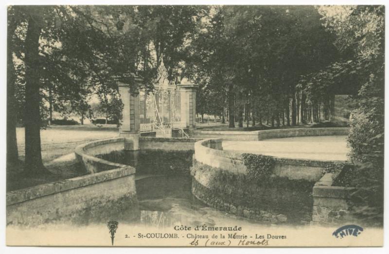 Carte postale ancienne 2 - Saint-Coulomb.- Château de la Mottrie - Les Douves