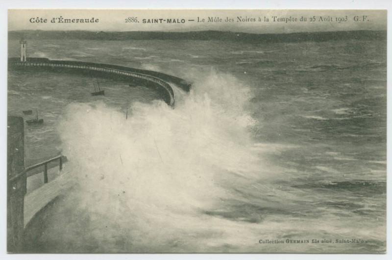 Carte postale ancienne 2886.  Saint-Malo - Le Môle des Noires à la tempête du 25 août 1903   - G.F. à