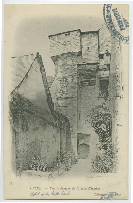 Carte postale ancienne 37  Vitré.-Vieille maison de la Rue d'Embas