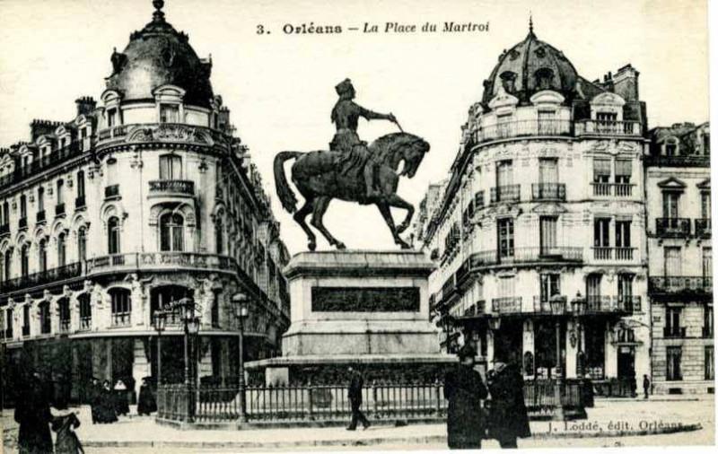 Carte postale ancienne 3, Orleans, La Place du Martroi (NBY 8186) à Orléans