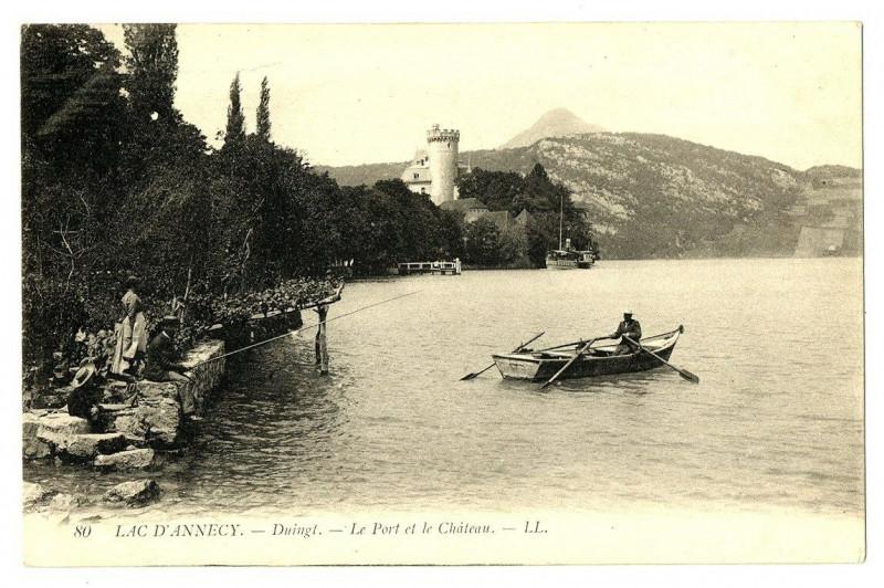 Carte postale ancienne Haute-Savoie Lac d' Annecy Duingt Le Port et le Château barque animé à Annecy