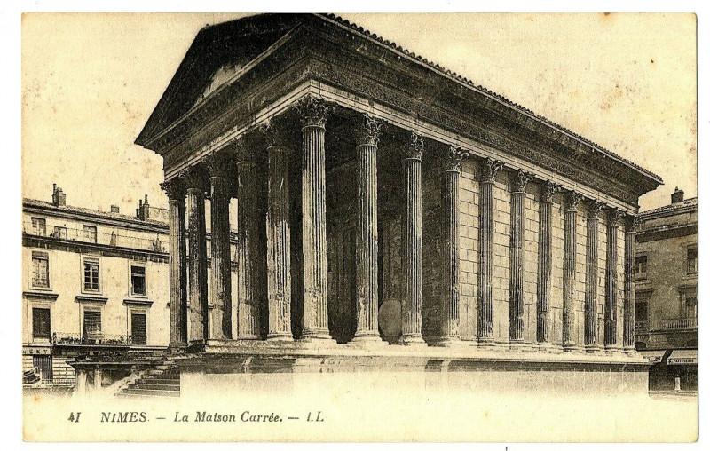 Carte postale ancienne Gard Nîmes La Maison Carrée à Nîmes