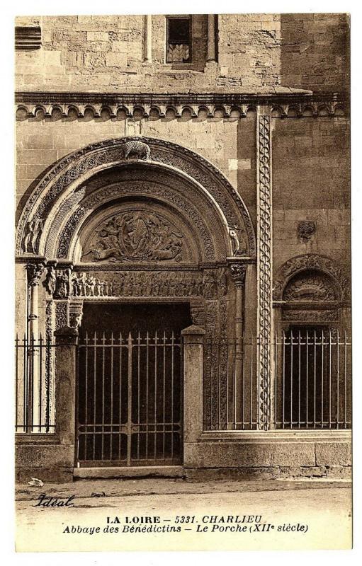 Carte postale ancienne Loire Charlieu Abbaye des Bénédictins Le Porche à Charlieu