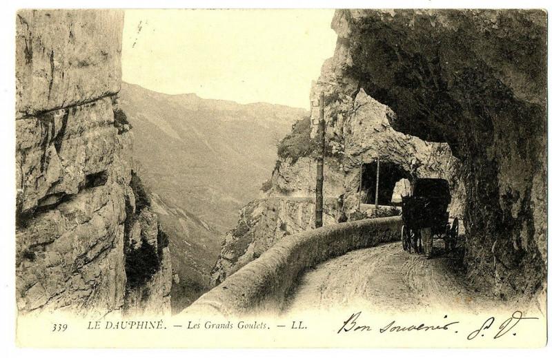 Carte postale ancienne 26 Drôme Les Grands-Goulets Tunnel animé calèche à Saint-Martin-en-Vercors