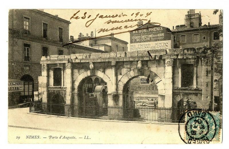 Carte postale ancienne Gard Nimes Porte d'Auguste à Nîmes