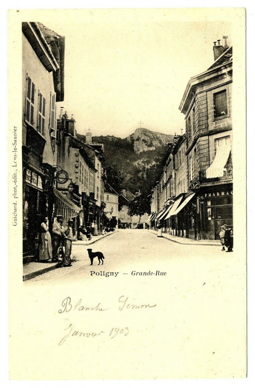 Carte postale ancienne Jura Poligny Grande-Rue animé à Poligny