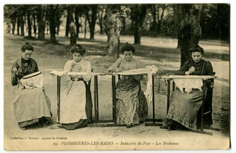 Carte postale ancienne Vosges Plombières-les-Bains Industrie du Pays Les Brodeuses animé à Plombières-les-Bains