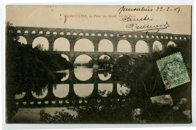 Carte postale ancienne Gard Remoulins Le Pont du Gard Vu de face à Remoulins