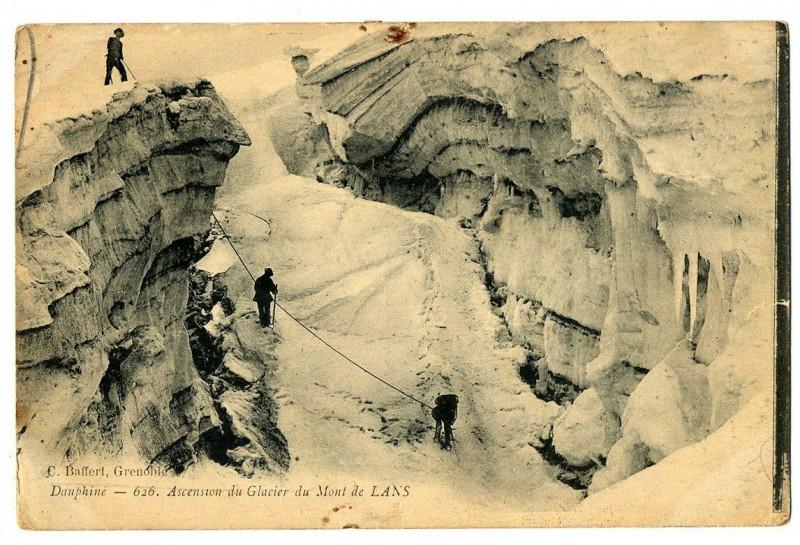 Carte postale ancienne Isère Ascension du Glacier du Mont de Lans animé à