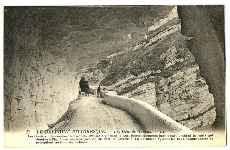 Carte postale ancienne 26 Drôme Les Grands-Goulets succession de tunnels animation à Saint-Martin-en-Vercors