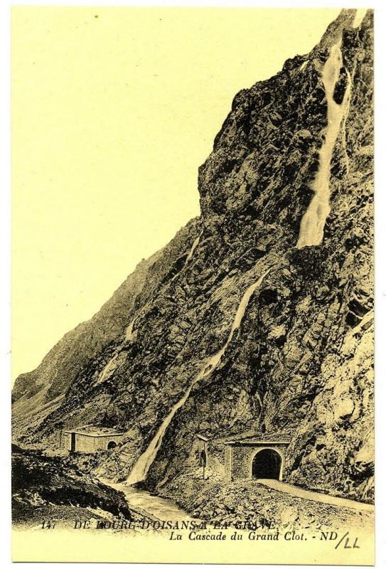 Carte postale ancienne Isère du Bourg d'Oisans à la Grave Cascade du Grand Clot à