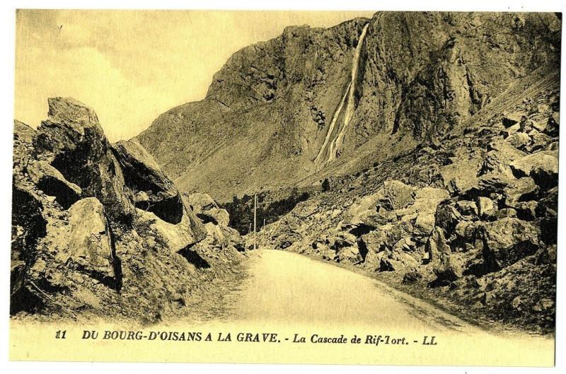 Carte postale ancienne Isère du Bourg d'Oisans à la Grave Cascade de Rif-Tort à