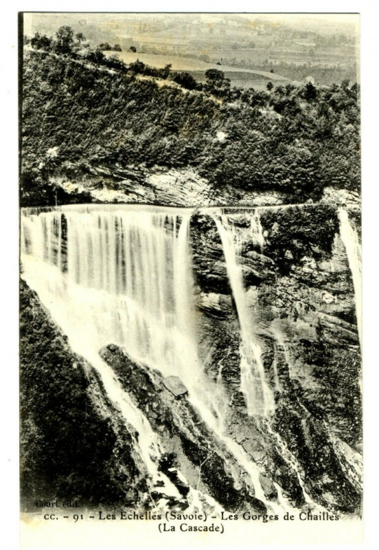 Carte postale ancienne Savoie les Echelles Les Gorges de Chailles La Cascade à