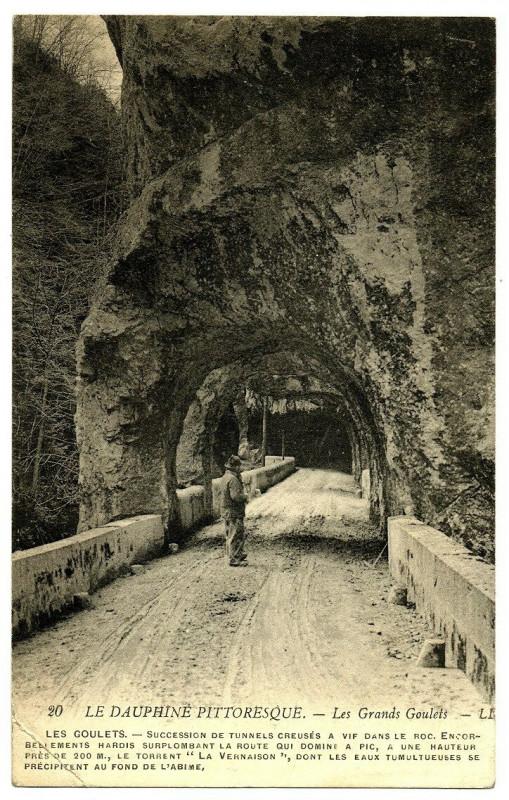 Carte postale ancienne 26 Drôme Les Grands-Goulets Tunnels animé à Saint-Martin-en-Vercors