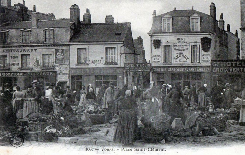 Carte postale ancienne Tours Place Saint Clement (dos non divisé)  (cpa animée) à Tours