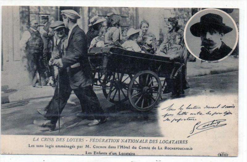 Carte postale ancienne Paris La Crise Des Loyers Le Sans Logis Emmenages Par M.COCHON Les Enfant à Paris