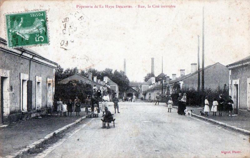 Carte postale ancienne Papeterie De La Haye Descartes Rue La Cite Ouvriere (Belle Animation à Descartes