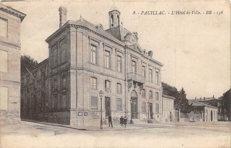 Carte postale ancienne Pauillac L'Hotel De Ville à Pauillac