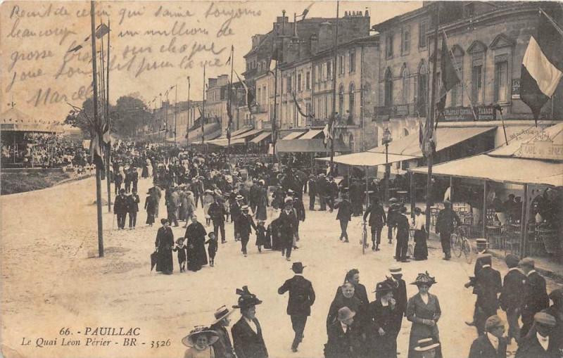 Carte postale ancienne Pauillac Le Quai Leon Perier (Grosse Animation à Pauillac