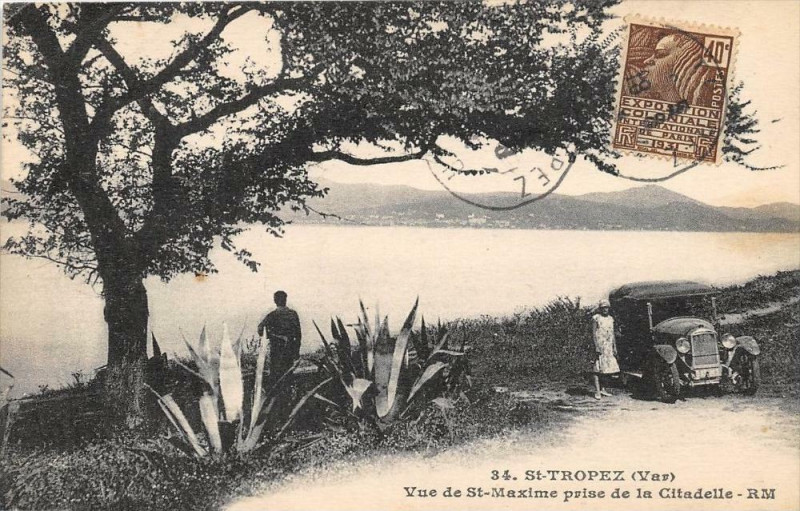 Carte postale ancienne Saint Tropez Vue DeSaint-Maxime Prise De La Citadelle (animée pas courante à Saint-Tropez