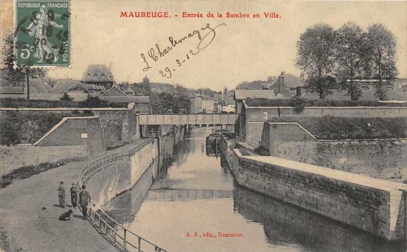 Carte postale ancienne Maubeuge Entree De La Sambre En Ville à Maubeuge