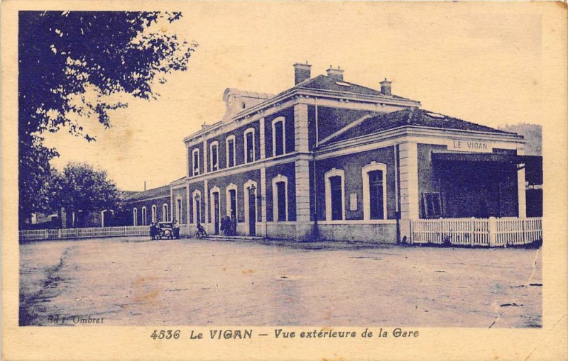 Carte postale ancienne Le Vigan Vue Exterieure De La Gare (cliché pas courant au Vigan