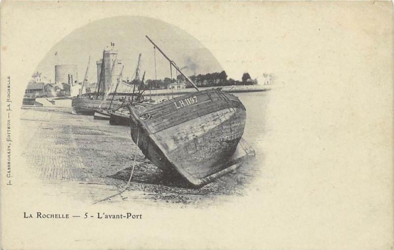 Carte postale ancienne La Rochelle L'Avant Port (dos non divisé) cpa au nuage à La Rochelle