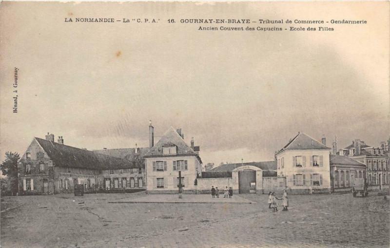 Carte postale ancienne Gournay En Braye Tribunal De Commerce Gendarmerie à Gournay-en-Bray