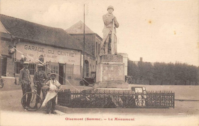 Carte postale ancienne Oisemont Le Monument à Oisemont